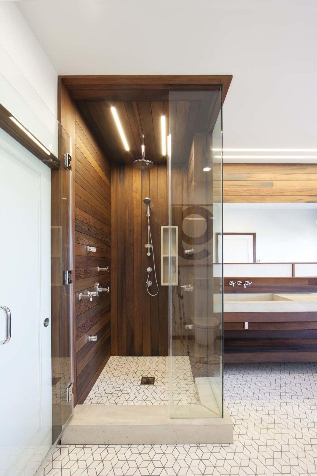Современный ремонт в ванной в Сан-Франциско